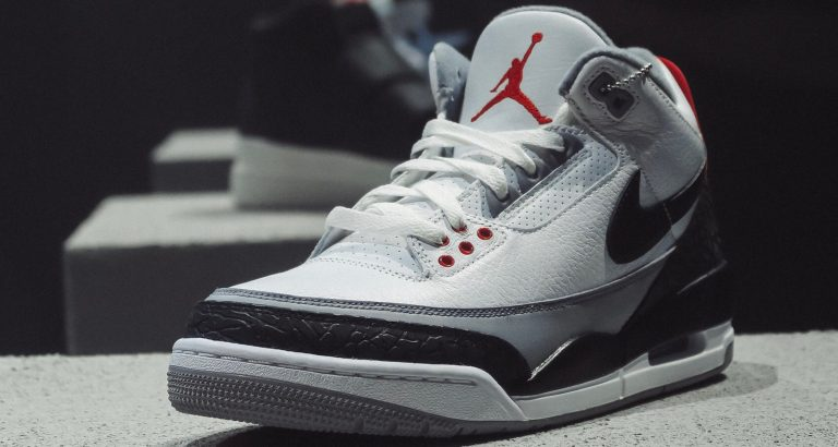 SnapChat sold out AJ3 Tinker Hatfield in 23 minutes with AR technology
